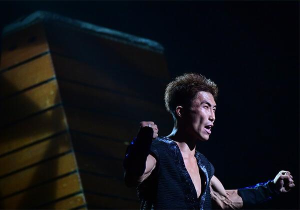 元体操選手、パフォーマー、リバティーリゾート久能山支配人、大山さんの日本の色